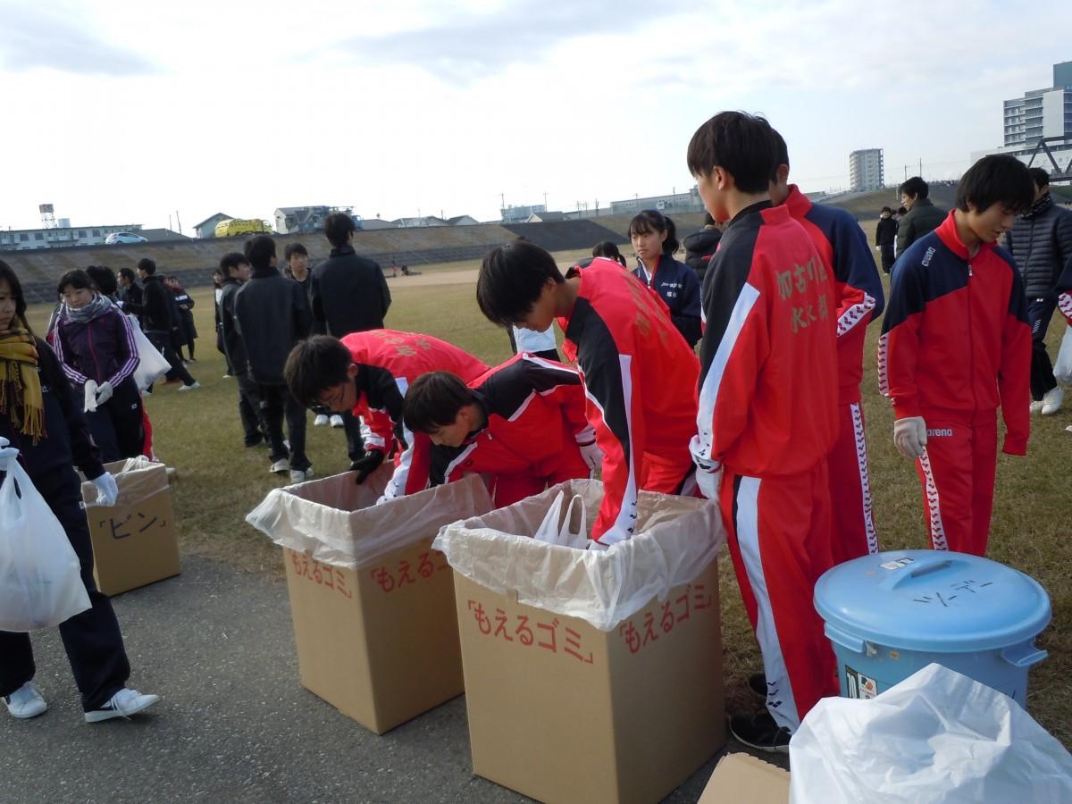 河川敷清掃ボランティア活動