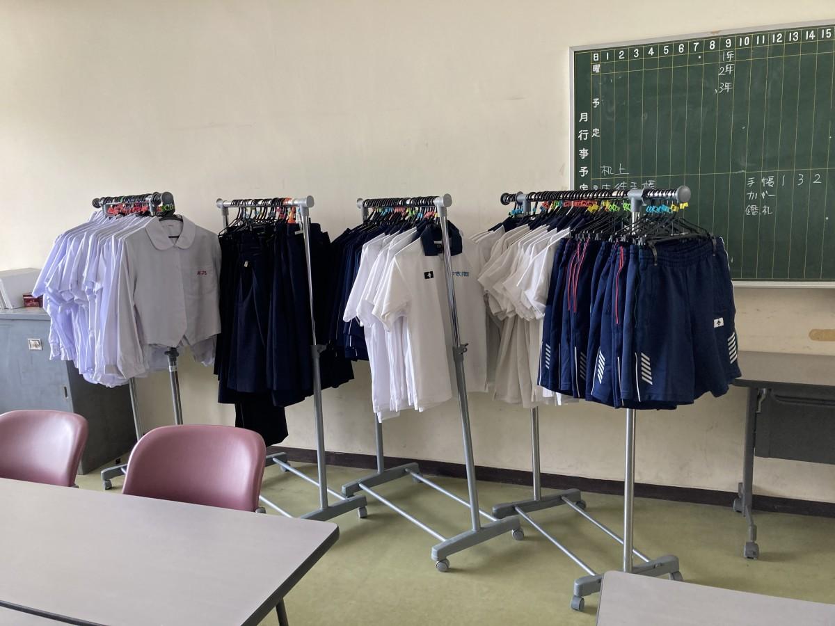 ☆制服リサイクル販売の準備が完了しました☆